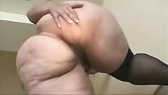 Mature White Bbw Spreads and Slaps Her Phat Ass