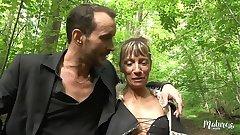 Shanael, beurette libertine aime baiser dans la forêt