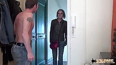 La Milf Linda tente sa première expérience porno en anal